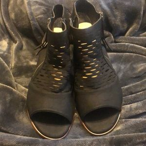Torrid Size 9.5W Black Open-Toed Sandals